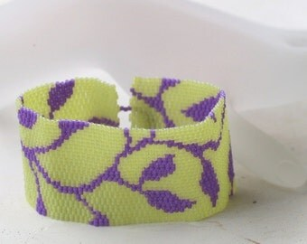 Violet Vine ... Peyote Bracelet . Leaves Leafy . Opaque Violet . Pale Lime Green . Chic . Stylish . Simple . Modern . Feminine . Pretty