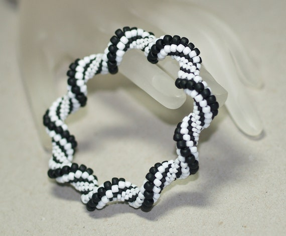 Let's Do the Twist ... Bracelet . Black and White . Bangle . Fun . Bead Crochet . Matte Beads . Classic Colors . Spirals