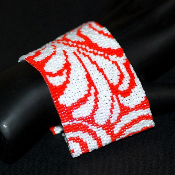 Damask ... Peyote Bracelet . Crimson Red . Snow White . Beadwoven Cuff . Wide . Chic . Stylish . Holiday Colors . Leafy Fern