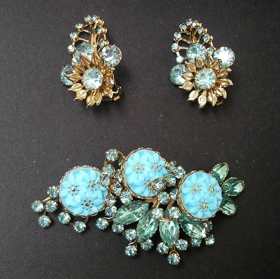 Vintage Retro Demi Parure Molded Turquoise Glass Blue Rhinestone Brooch and Earrings Gold Tone Metal