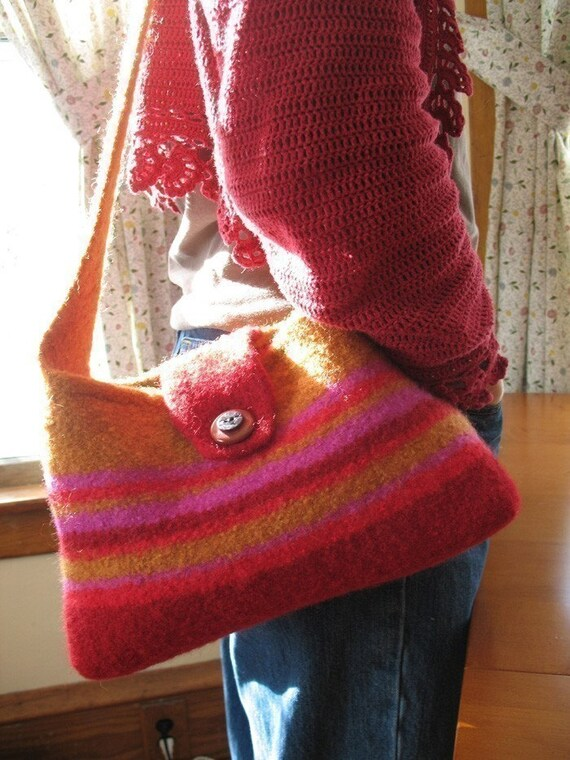 Zinnia--Pattern for a Knit and Felted Shoulder Bag