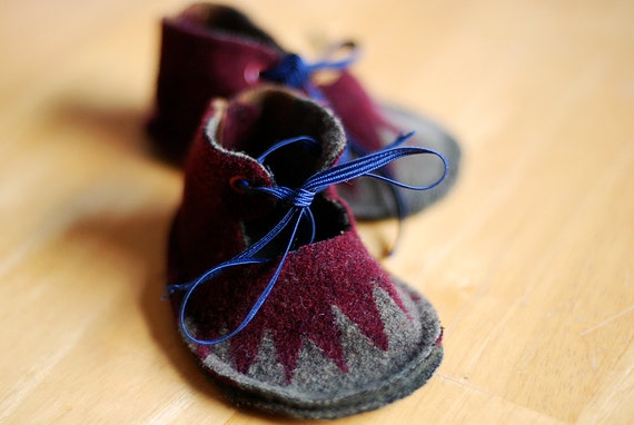Pendleton Wool Baby Booties in Burgundy and Gray
