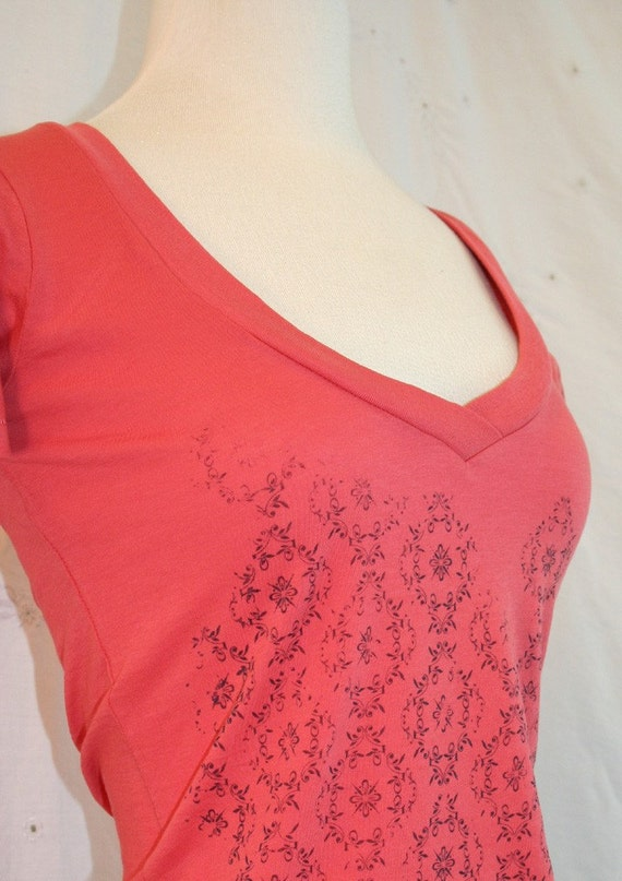 Wall Flower Pattern Red V Neck small