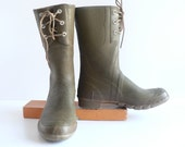 V I N T A G E   Olive Green Rubber Duck Boots,  Unisex Size 8