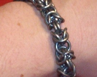 Byzantine or fool's knot chain maille mail bracelet