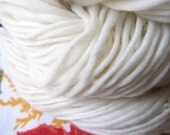 fluffy clouds, handspun merino wool yarn 92 m