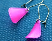 magenta petal earrings (vintage hot pink Lucite. antique brass wire)
