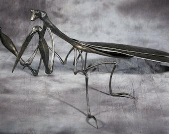 Forged metal preying mantis - Large