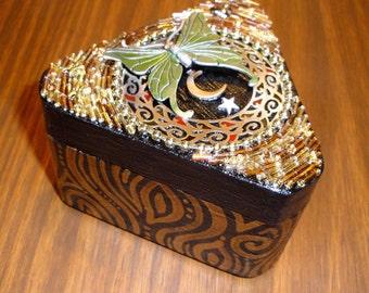 Evolve (Beaded Mosaic Jewelry Box)
