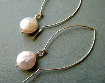 SIMPLICITY Pearl - coin pearls and sterling silver earrings