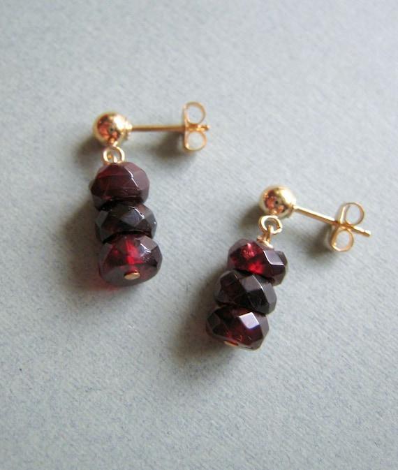 SIMPLICITY Garnet - garnet stacks and goldfilled earrings