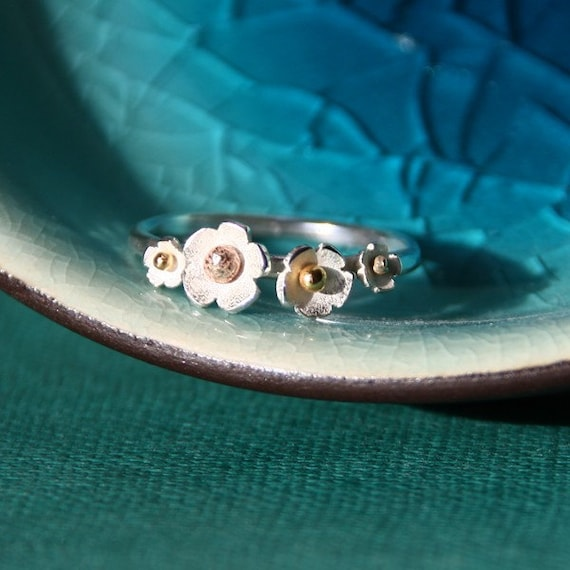 delicate daisy ring