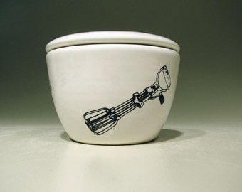 lidded bowl handmixer - Made to Order / Pick Your Colour