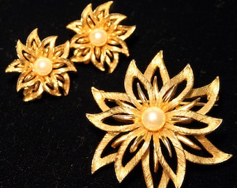 Star Flower - Signed Demi PArure - Lisner - 1950s to 1960s - 004