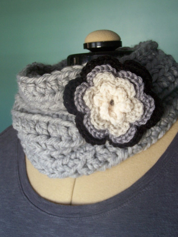 Chunky Cowl With Flower Brooch