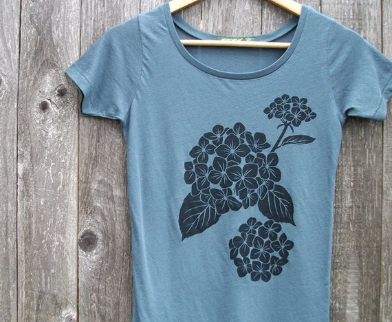 SALE 15% OFF - Organic Cotton T-shirt with Hydrangea - Women's Scoop Neck Earth Ocean Blue