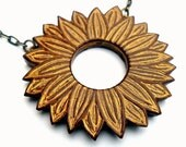 Metallic Gold Daisy Necklace - He Loves Me, He Loves Me Not