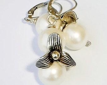 Pearl drop earings Mother of Pearl Earrings, Sterling silver Flower Bridal Pearl Wedding Earrings