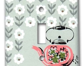 Charming Tea Pot 1950's Vintage Wallpaper Switch Plate