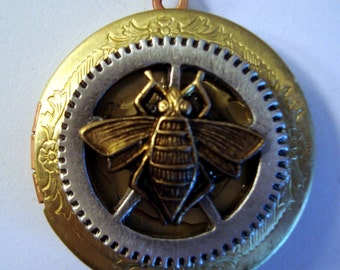 Victorian Steampunk THE MECHANICAL BEE Brass Locket Necklace