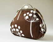 round kiss lock purse brown flowers
