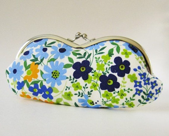 RESERVED for bRainbowshop (eyeglass case - retro meadow)