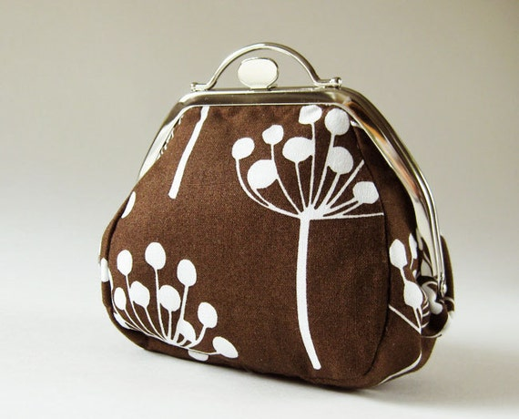 round kiss lock purse brown flowers