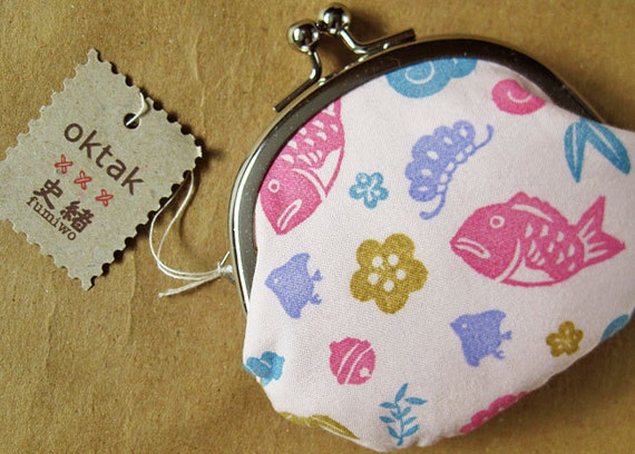 Coin purse Japanese motifs on pink collaboration with Fumiwo