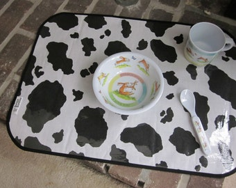 WATERPROOF WIPEABLE PLACEMAT The Cow Says Moo Child's Washable Vinyl Covered Placemat