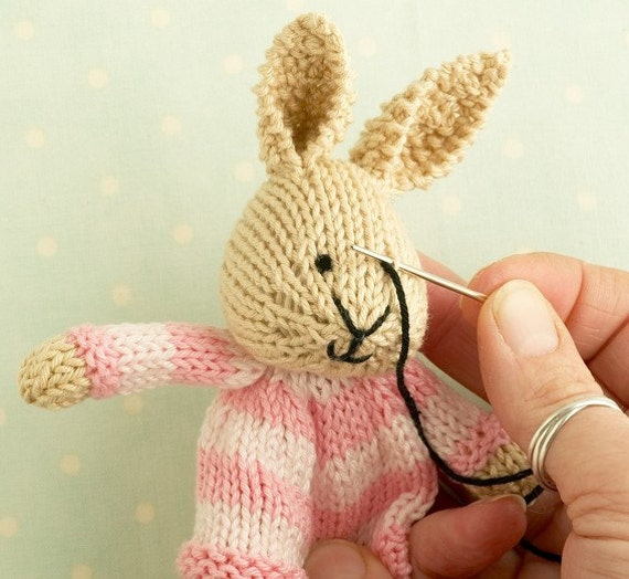 Toy knitting pattern for a bunny egg cosy, Easter bunny ...