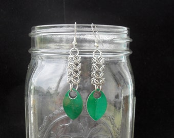 Henrikas - Stainless Steel Roundmaille Earrings with Green Scales