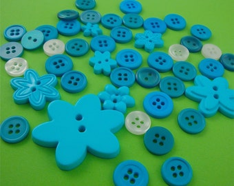 turquoise blue buttons / 40 pieces with flower assortment