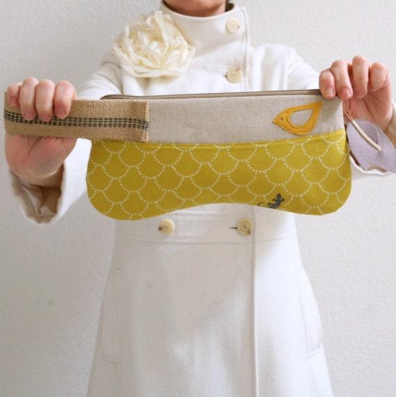 drikab yellow gecko jute wristlet