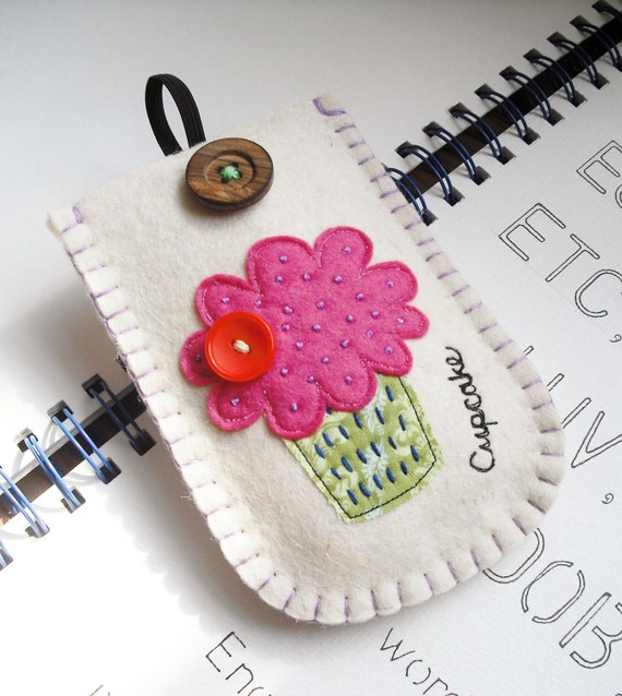 Little Cupcake Felt Gadget Case - sale