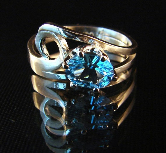 Crescendo - Blue Topaz Ring