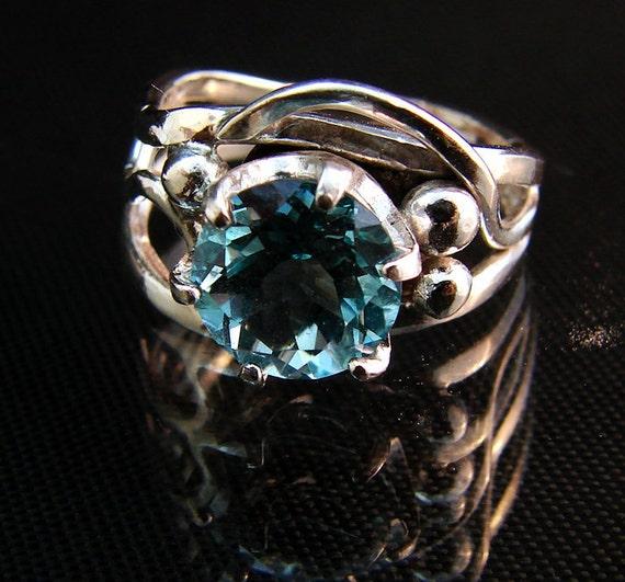 Ocean View - Blue Topaz gemstone ring