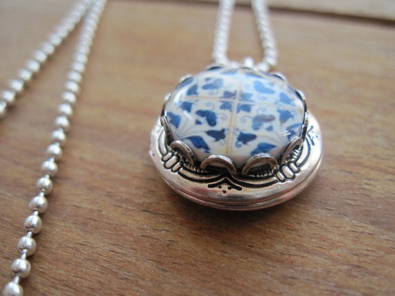 Portuguese Jewelry, Azulejos tile locket, folk art ceramic tile design cabochon necklace, Mediterranean keepsake
