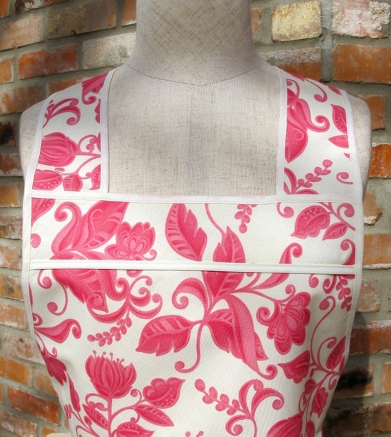 Flirty Everyday Housewife Apron - Pink toile