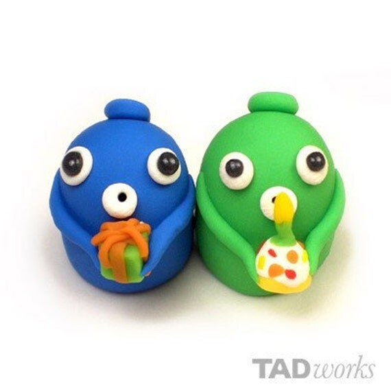TADworks birthday Po (desktop companion) with a cupcake and a gift (a set of two) PLUS a mini birthday Po card