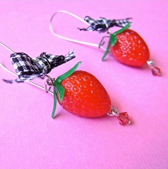Vintage Lucite Strawberry Gingham Ribbon Dangle Earrings, Vintage Plastic Fruit with Ribbon Earrings, Retro Fruit Earrings