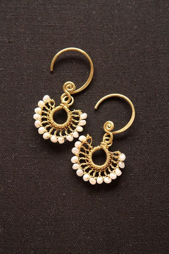 Petite Fan - White Pearl Earrings