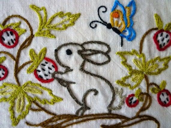SALE - Hand Embroidery - Woodland Creatures Napkin Set