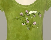Kitty Blossom on Scoop Neck T Shirt in Avocado