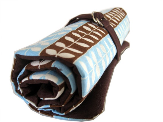dpn knitting needle organizer - blue and brown vines