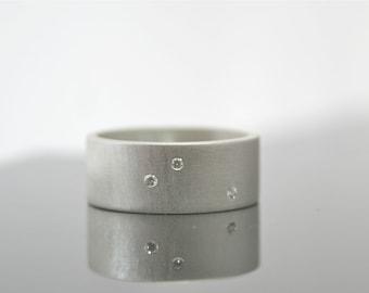 Scattered Diamond Ring - Three Stone Ring - Alternative Diamond Wedding Ring - Flush Set Diamonds - Constellation Ring - 8 mm Wide Ring
