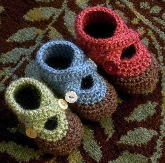 Double Strap Baby Booties (crochet pattern)
