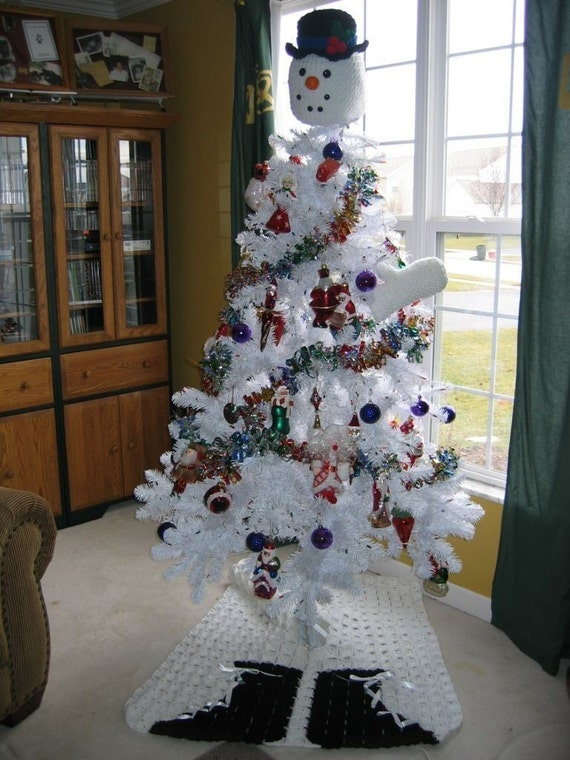 snowman tree topper with mittens and boot tree skirt crochet. Black Bedroom Furniture Sets. Home Design Ideas