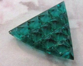 3 pcs. Vintage glass emerald green multi faceted triangle stones 23mm - f2554