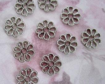 30 pcs. vintage silver tone plastic flower charms 13mm - R20