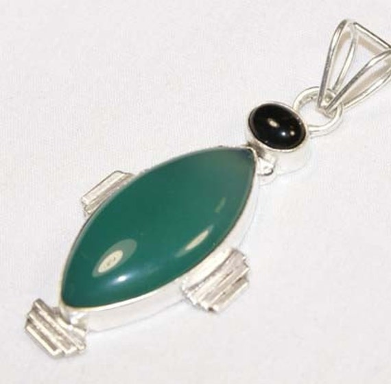 Onyx Amulet// talisman wicca goddess moon heart chakra stone magic,  Agate pendant necklace - Crystal Pendant